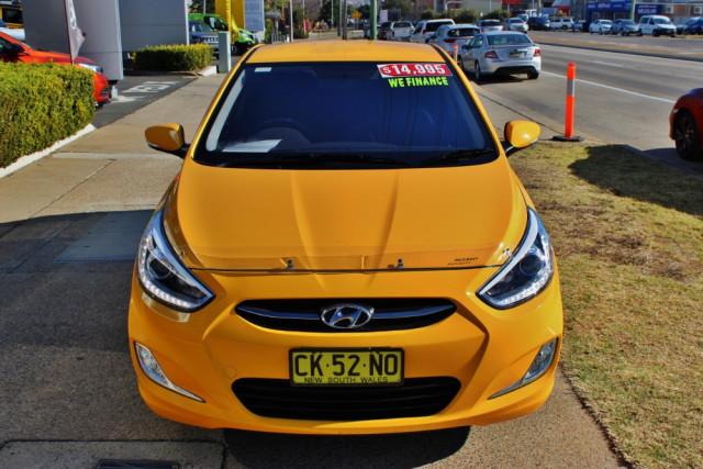2016 MY17 Hyundai Accent RB4  SR Hatchback Image 3