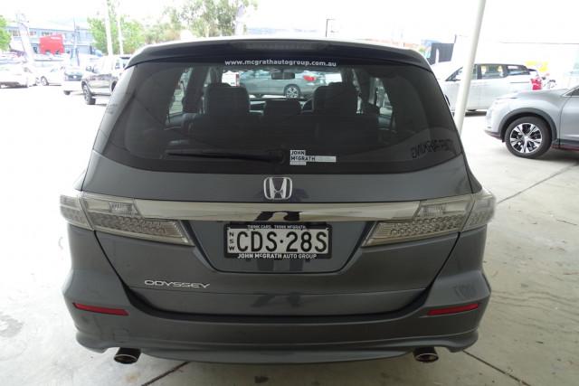 2011 Honda Odyssey Luxury 12 of 30