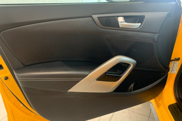 2015 Hyundai Veloster FS4 Series II SR Hatchback Image 13