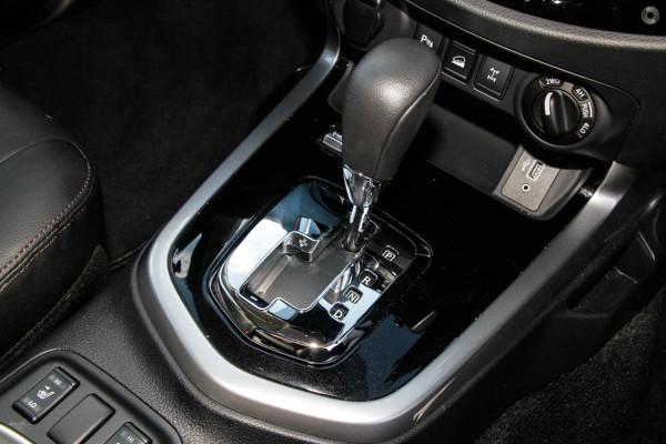 2021 Nissan Navara D23 Dual Cab ST-X Pick Up 4x4 Utility Image 2
