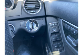 2011 Mercedes-Benz C-class W204 C300 BlueEFFICIENCY Sedan Image 5