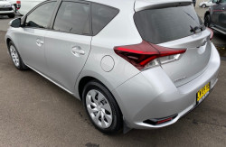 2016 Toyota Corolla ZRE182R Ascent Hatchback Image 5