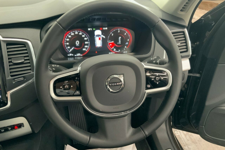 2018 MY19 Volvo XC90 256 MY19 D5 Momentum (AWD) Suv Mobile Image 19