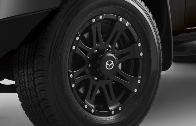 16-INCH 8-SPOKE BLACK ALLOY WHEEL