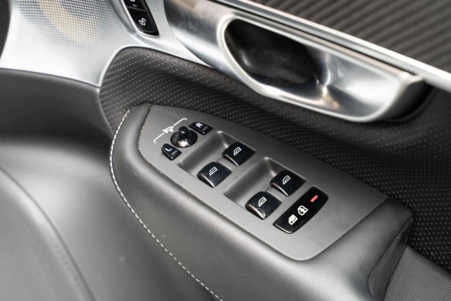 2020 Volvo XC90 L Series D5 R-Design Suv Image 16