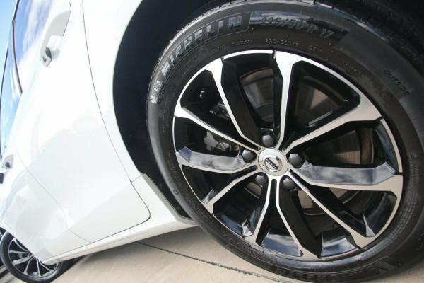 2020 Volvo V60 F-Series T5 Momentum Wagon Image 4