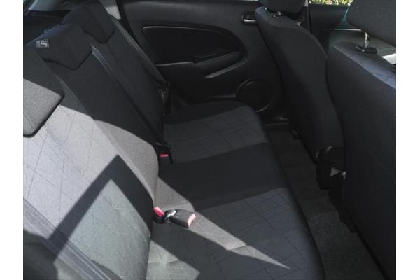 2011 Mazda 2 DE Series 2 MY12 Neo Hatchback Image 5