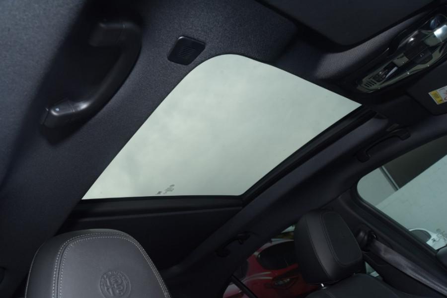 2018 Alfa Romeo Stelvio Ti Suv Image 12