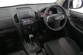 2019 Isuzu UTE D-MAX SX Crew Cab Ute High-Ride 4x2 Utility Image 5