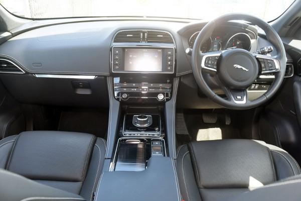 2017 MY18 Jaguar F-pace X761 MY18 20d Suv Image 4