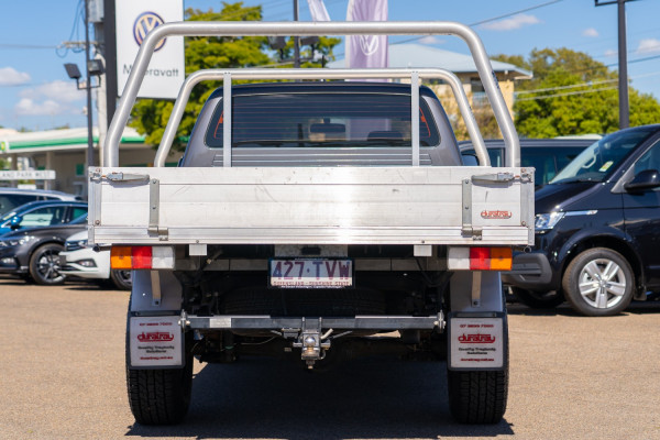 2014 Toyota HiLux Cab chassis Image 5