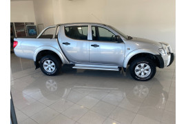 2014 MY15 Mitsubishi Triton MN MY15 GLX Utility Image 3