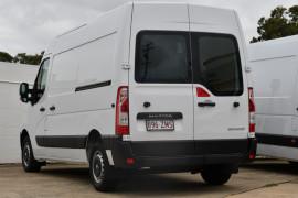2019 Renault Master Van X62 Medium Wheelbase Van Image 3