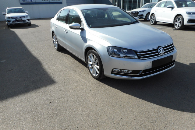 2012 MY13 Volkswagen Passat Type 3C  125TDI Highline Sedan Image 2