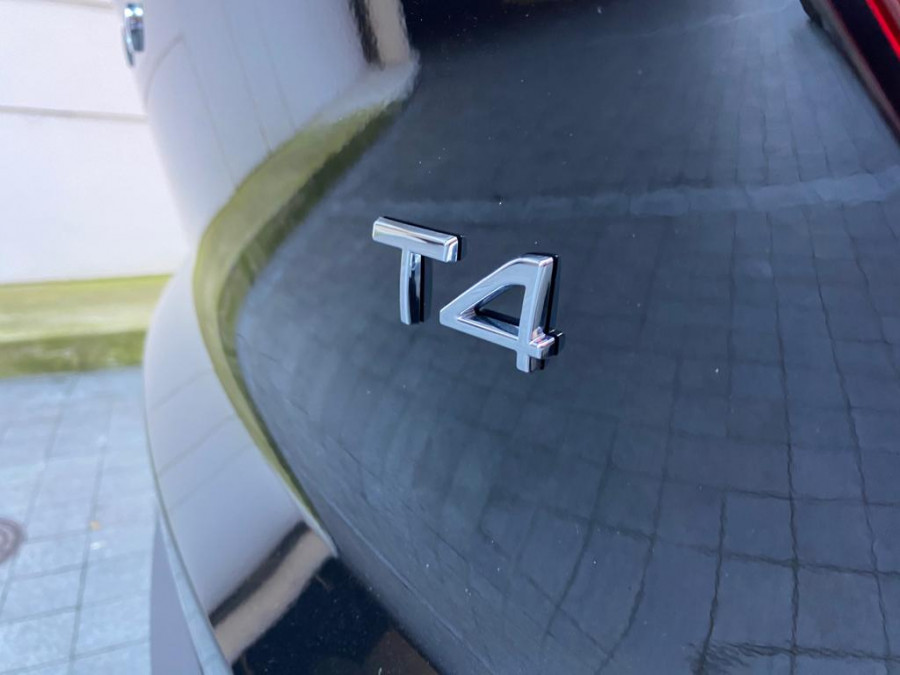 2021 Volvo XC40 XZ T4 Momentum Suv Image 7