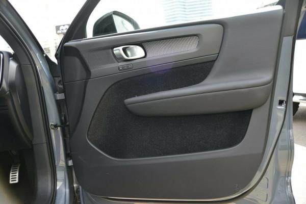2019 Volvo XC40 XZ T5 R-Design Suv Image 5