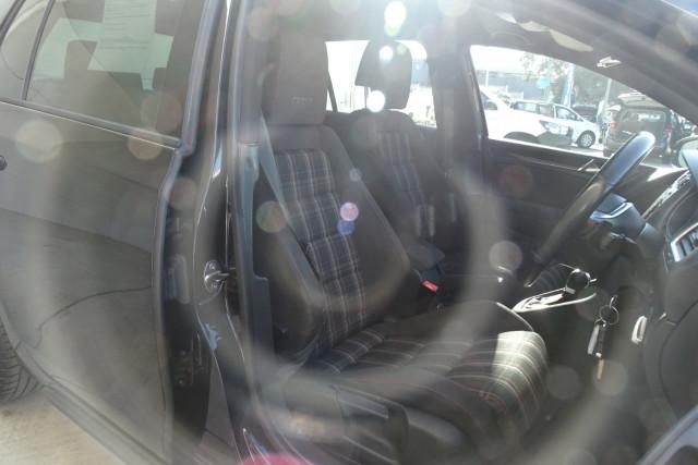 2010 Volkswagen Golf GTI 19 of 24