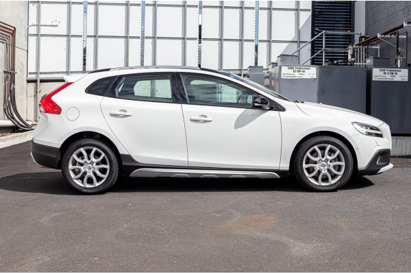 2017 Volvo V40 Cross Country (No Series) MY18 T5 Pro Hatchback Image 3