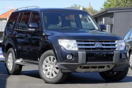 Mitsubishi Pajero Exceed NS
