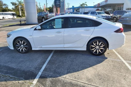 2018 Holden Commodore Tail lift Mobile Image 5