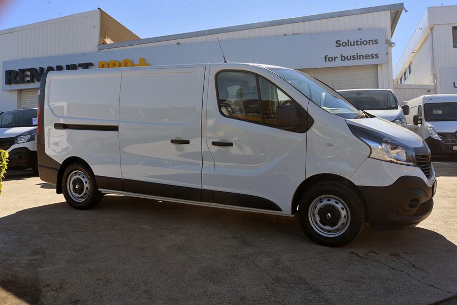 2019 Renault Trafic L2H1 Long Wheelbase Twin Turbo Van Mobile Image 4