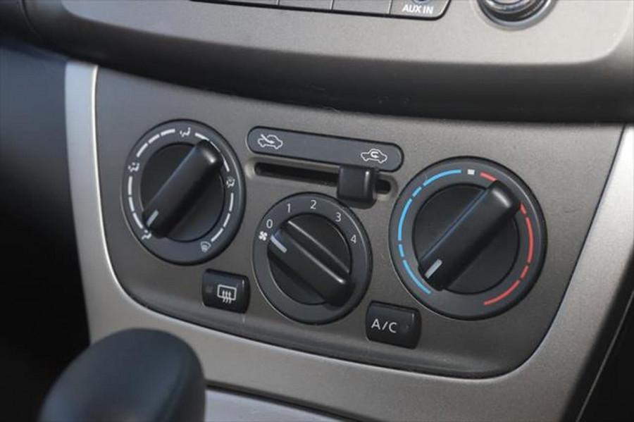 2014 Nissan Pulsar C12 ST Hatchback Image 20