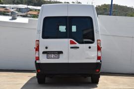 2019 Renault Master Van X62 Medium Wheelbase Van Image 4