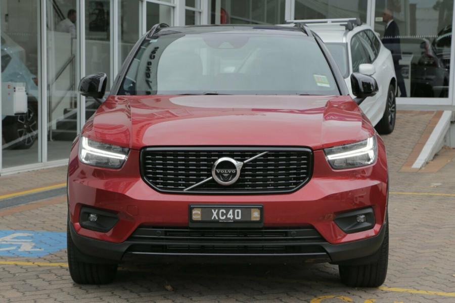 2019 Volvo XC40 T5 R-Design (AWD) Suv Mobile Image 16