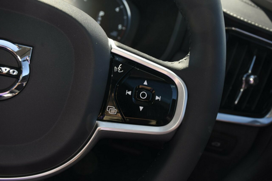 2019 Volvo V90 Cross Country D5 Suv Mobile Image 14