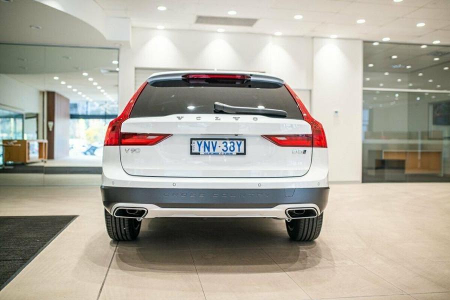2019 Volvo V90 Cross Country D5 Wagon Image 6