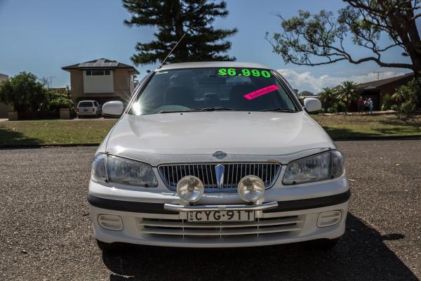 2000 Nissan Pulsar N16 LX Sedan Image 2