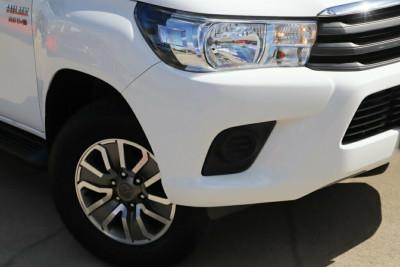 2017 Toyota Hilux GUN136R SR Double Cab 4x2 Hi-Rider Utility Image 2