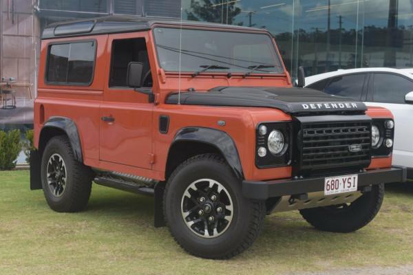 Land Rover Defender Adventure 90