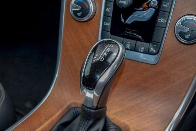 2016 Volvo XC60 D5 Luxury 10 of 22