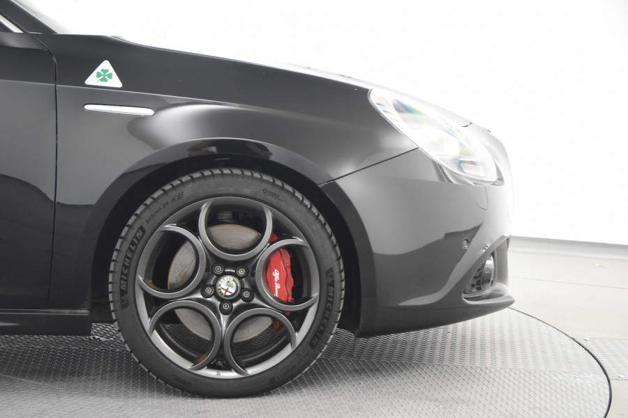 2015 Alfa Romeo Giulietta Vehicle Description.  1 Quadrifogl Hatch 5dr TCT 6sp 1.8T Quadrifoglio Verde Hatchback Image 19
