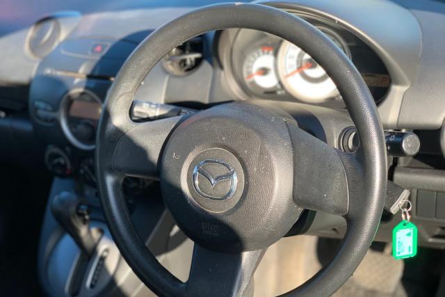 2010 Mazda 2 Neo 16 of 22