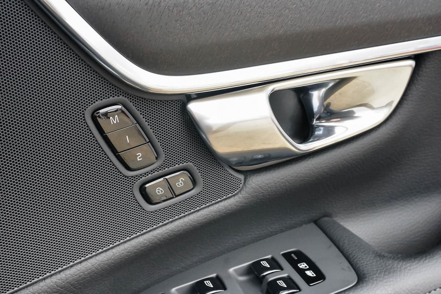 2020 Volvo V90 Cross Country D5 Wagon Image 13