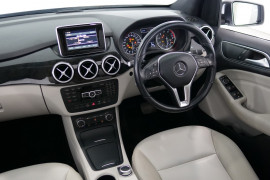 2012 Mercedes-Benz B200 W246 B200 BlueEFFICIENCY Hatchback Image 5