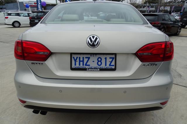 2011 Volkswagen Jetta 103TDI 11 of 24