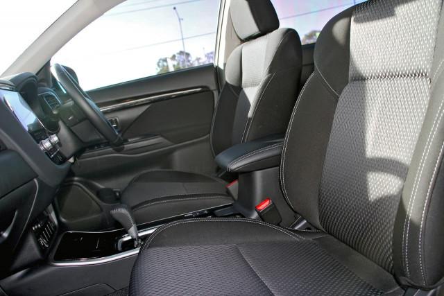 2020 Mitsubishi Outlander ZL MY20 ES Suv Image 10