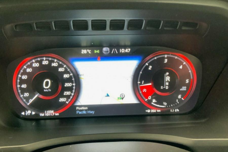 2018 MY19 Volvo XC90 256 MY19 D5 Momentum (AWD) Suv Mobile Image 18