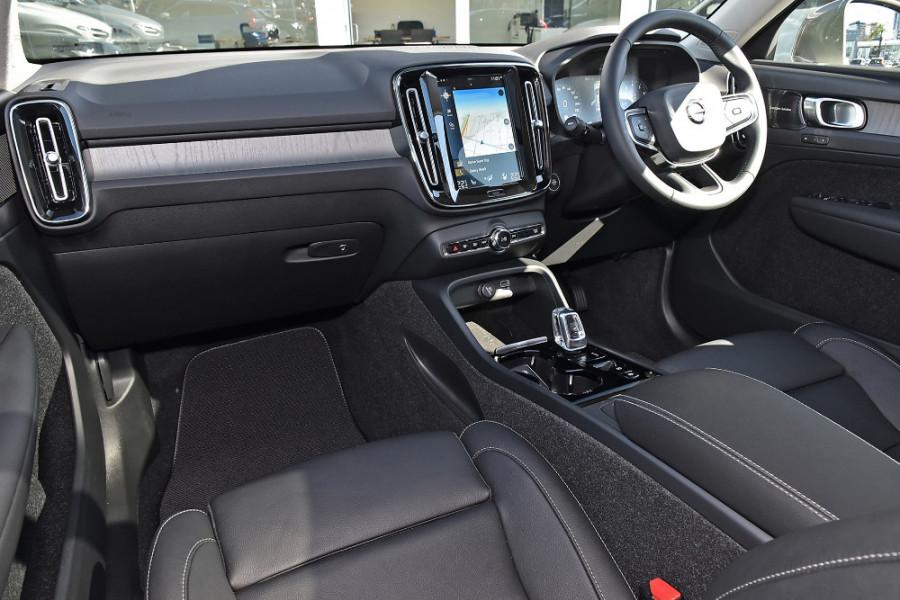 2019 Volvo XC40 XZ T4 Inscription Suv Mobile Image 9