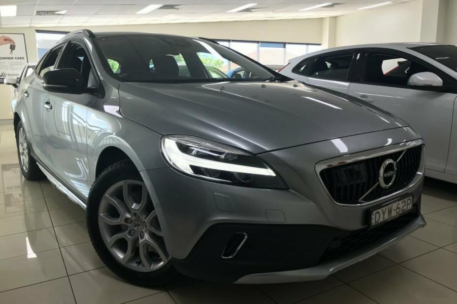 2017 MY18 Volvo V40 M MY18 T4 Cross Country (awd) Wagon