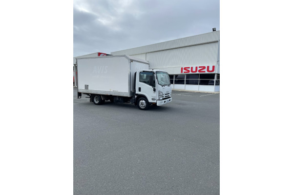 2016 Isuzu N Series NH NNR Cab chassis Image 4
