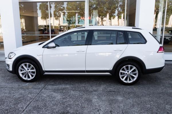 2020 MY0  Volkswagen Golf 7.5 Alltrack 132TSI Premium Wagon Image 3