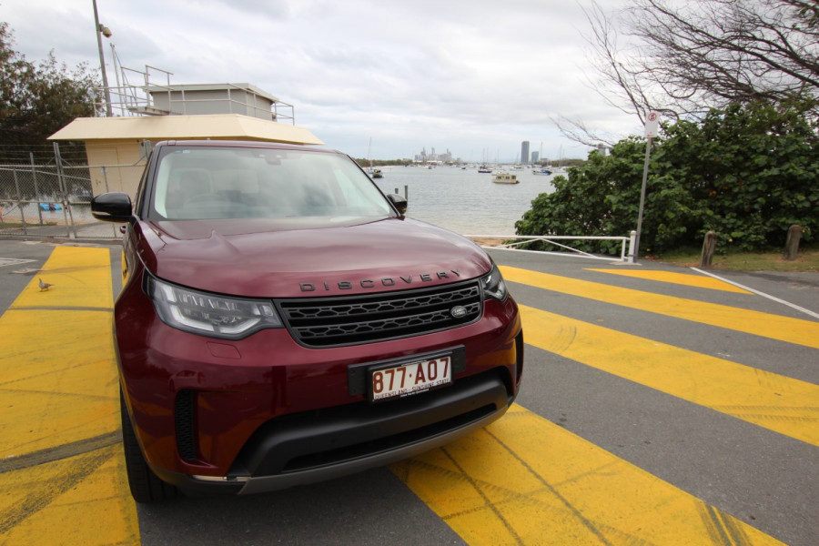 2017 Land Rover Discovery Vehicle Description.  5 L462 MY17 SD4 HSE WAG SA 8sp 2.0DTT SD4 Suv Image 2