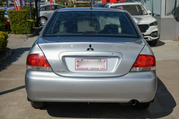 2004 Mitsubishi Lancer CH ES Sedan Image 4