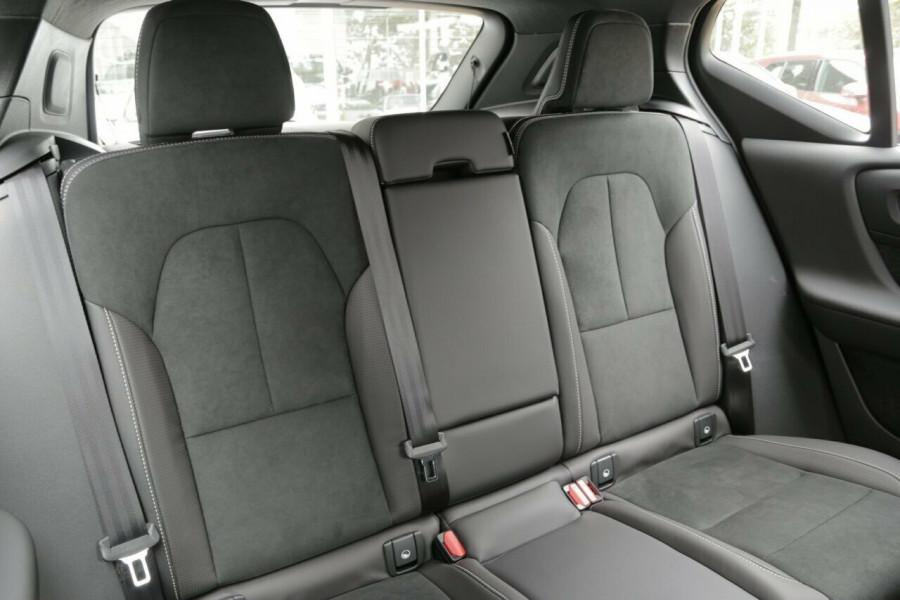 2019 Volvo XC40 T5 R-Design (AWD) Suv Mobile Image 9
