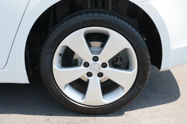 2013 Holden Cruze Vehicle Description. JH  II MY13 CD Sedan 4dr Man 5sp 1.8i CD Sedan Image 5