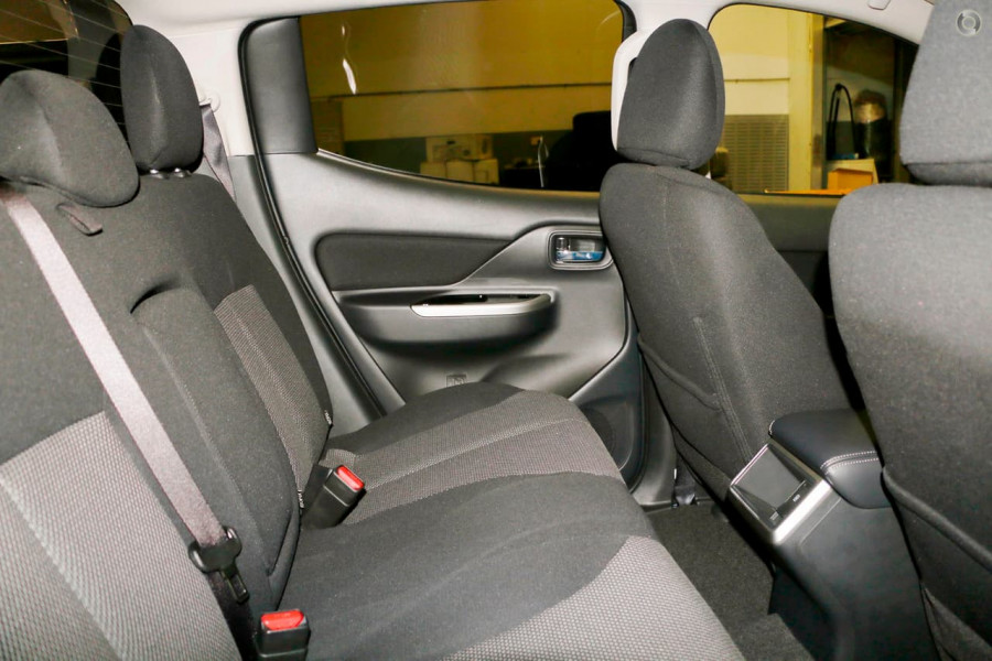 2019 Mitsubishi Triton MR GLS Double Cab Pick Up 4WD Cab chassis